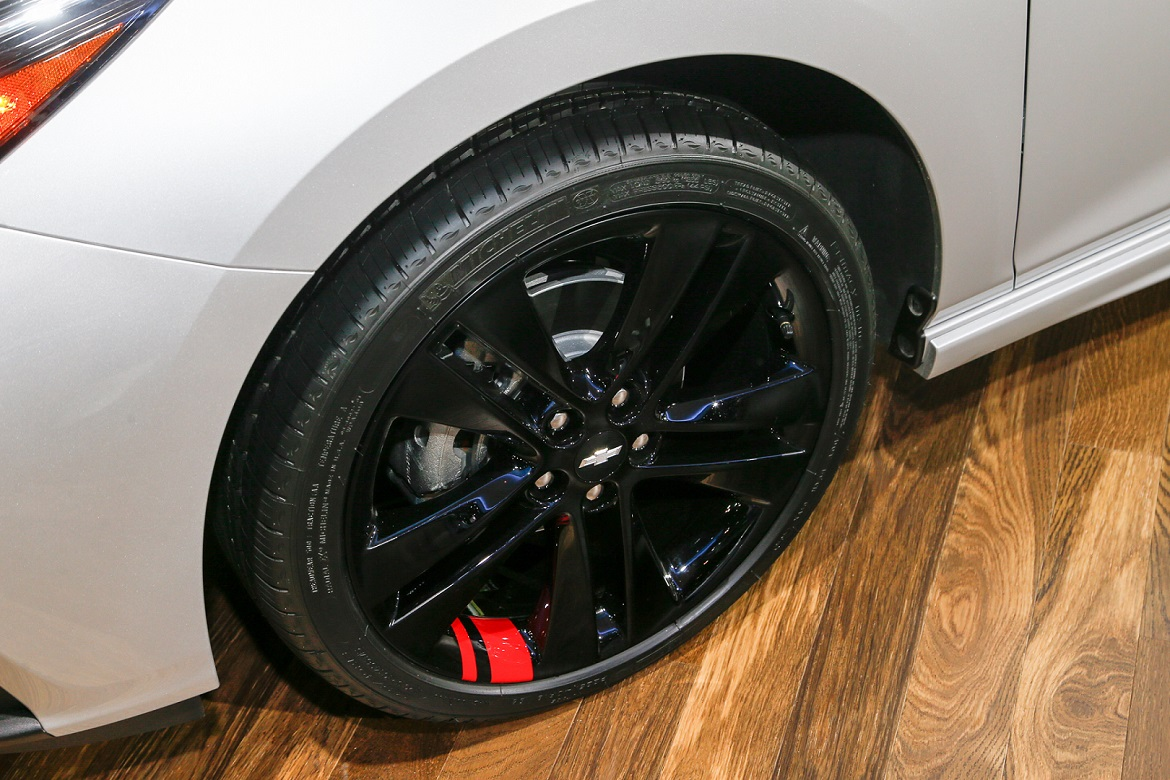 striping aftermarket wheels inspired by the chevy redline series. Black Bedroom Furniture Sets. Home Design Ideas
