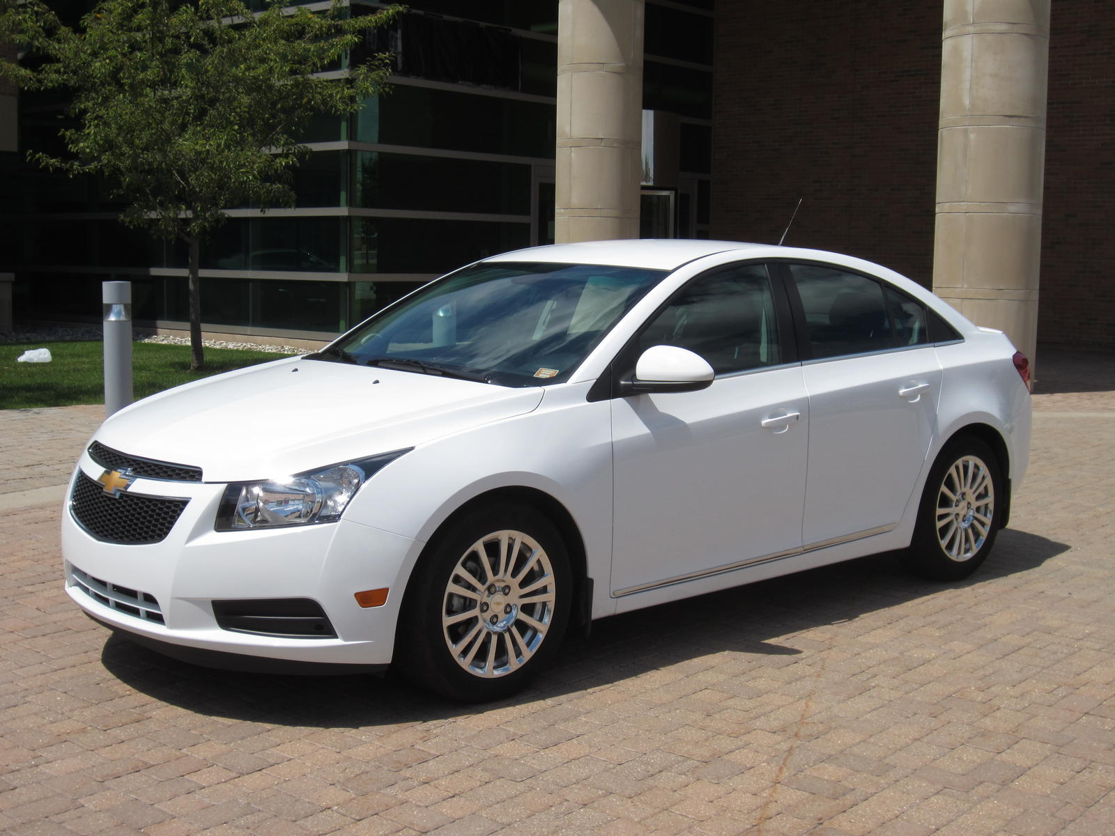2014 cruze eco manual 6 speed white on black 17 000 miles mint michigan. Black Bedroom Furniture Sets. Home Design Ideas